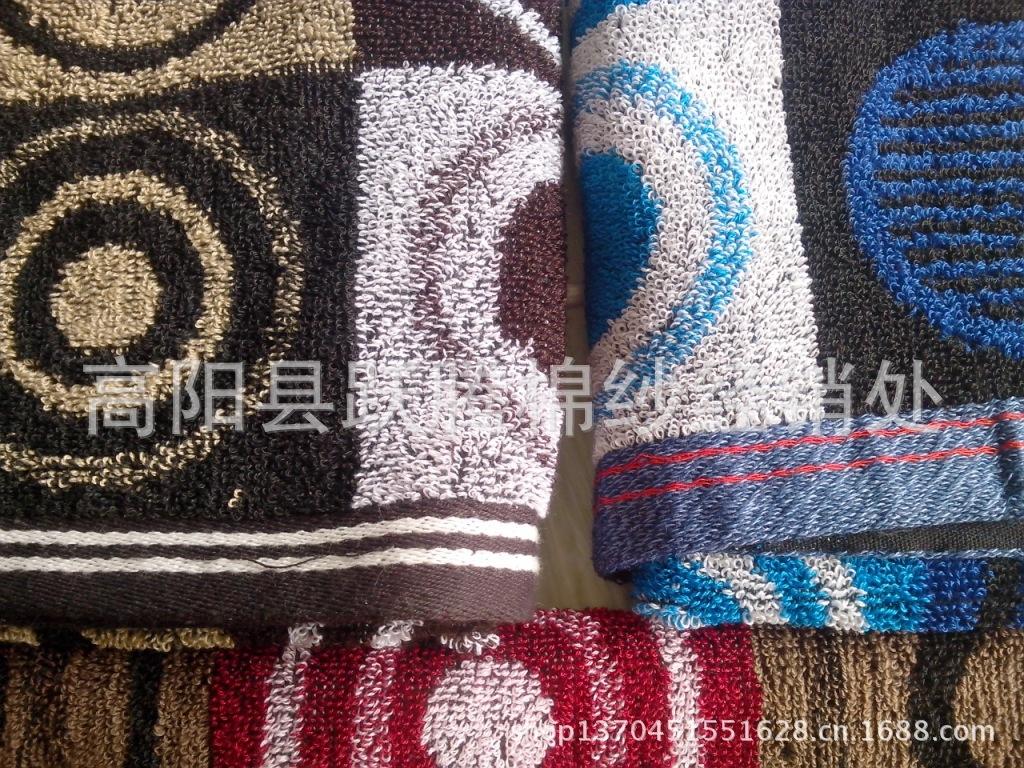温馨小贴士:毛巾的正确使用和养护方法:毛巾是人们每天都要使用的物品,也正是由于天天使用,使它显得太过普通、太过平常了,大家对毛巾的选择、使用和放置也都显得太过随意了。其实正是这种随意,会给我们的健康带来意想不到的后果。毛巾是多圈织物,空隙多,很容易吸附灰尘和病菌,它每天都要与我们的肌肤进行亲密接触,病菌很容易侵入人们的体内,使人们感染疾病。最新的科学试验证明,钱币、床上纺织用品和毛巾类产品是疾病传染的三大间接传播媒介,不正确使用毛巾,会损害皮肤,严重的还会造成交叉感染。现在大多数人都知道个人专属毛巾