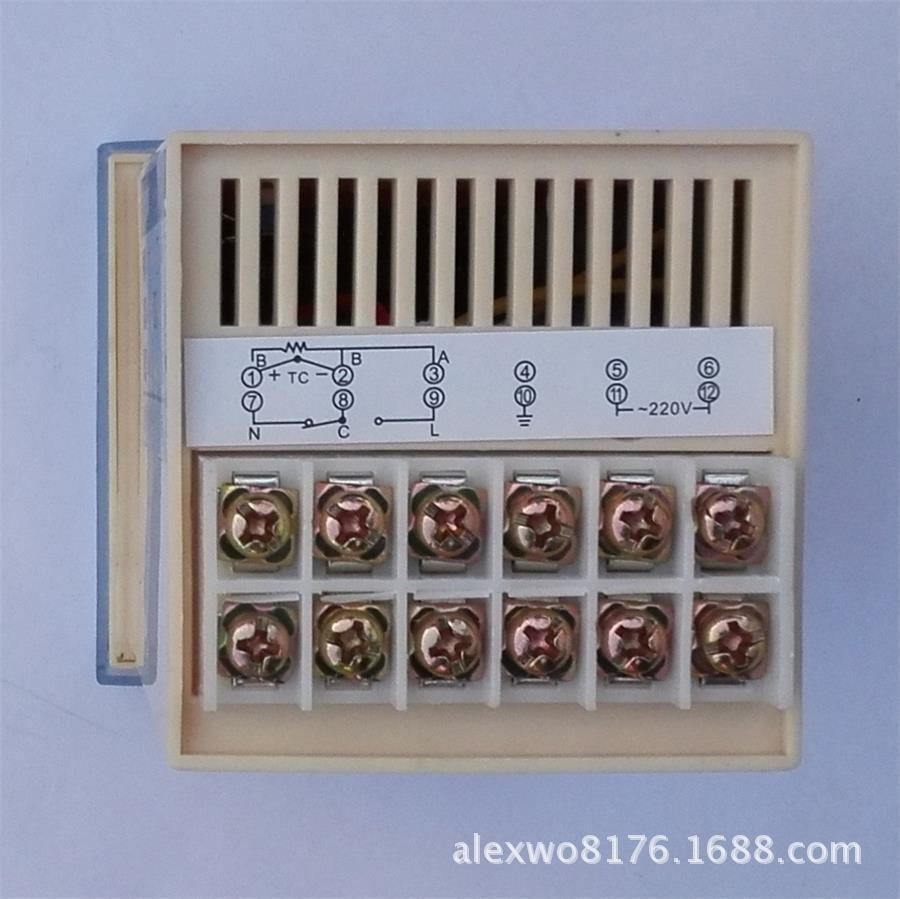 产品图片   输入信号:K、 E、J型热电偶、 Pt100、Cu50型热电阻 精度:1%FS+1个字 调节规律:二位式、时间比例式 输出:继电器触点、固态继电器 电源:AC220V10% 50/60Hz 外形尺寸:7272110mm 开孔尺寸:68+168+1mm