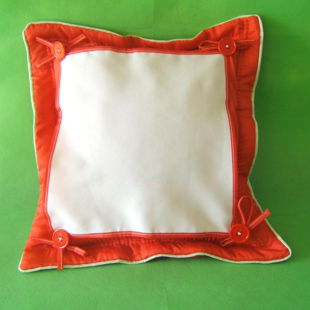 热转印抱枕批发 空白抱枕 个性纽扣抱枕 红色带扣抱枕 热转印产品