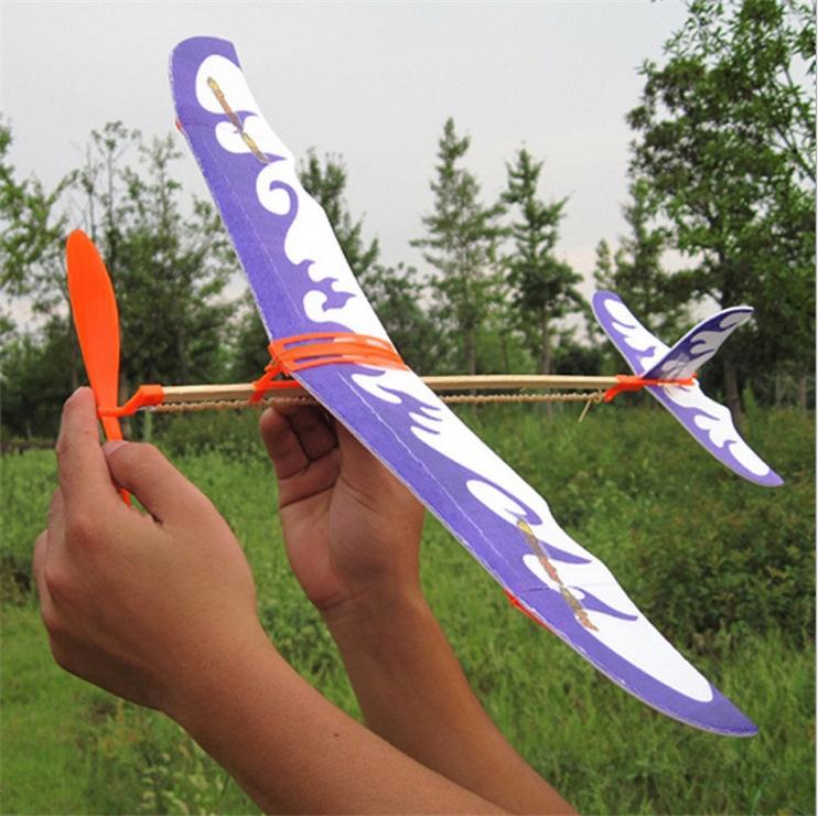 产品优点:飞行器动力学启蒙 提高动手能力 最长可飞行60秒以上  产品展示:     产品介绍:雷鸟橡筋动力模型飞机  包装:320套/箱  颜色:4个色  尺寸:翼展400mm 机长500mm  教学点:了解翼型、上反角概念,航空知识入门级教材。  产品安装和飞行视频: