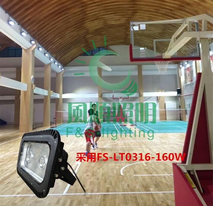 室内篮球场LED照明灯马道布置方案总汇  设计理念:为响应国家建立节能减排型社会的要求,LED照明灯开始在迅速进入人们的视线,LED作为节能照明设备,越来越受到人们的关注。本人根据相关球场工程的安装案例特设计套室内球场的LED照明替代传统金卤灯的相关方案供大家参考。 本方案灯具主要适用:室内篮球场、羽毛球馆、网球馆。 建议使用单位:企业员工球场,单位室内球场,体育场馆,训练场馆,一般性室内比赛场馆。 本方案相关球场参考数据: 整体场馆尺寸:长:35米宽:22米高:10米,灯的安装高度8