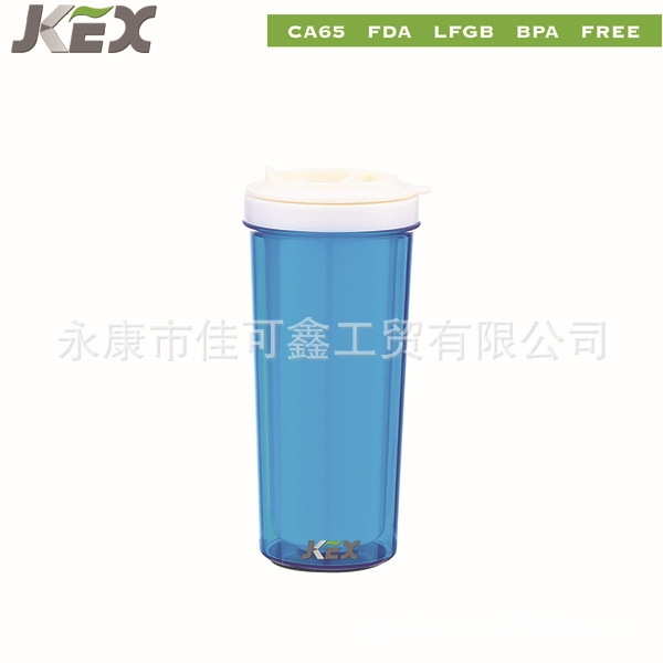 永康市佳可鑫工贸有限公司,是一家专业生产不锈钢保温杯,塑料杯的公司。公司地处于美丽的浙江,中国五金之都永康。我司的产品有六十个系列,上百种各式样品,是一家专业研发,设计与销售的企业。专业生产:不锈钢保温杯,单双层塑料杯,广告杯与促销杯,星巴克杯,汽车杯酒杯及登山杯等。    公司一直以新产品开发第一,品质第一,供货速度及服务第一,领衔塑料杯保温杯销量全球。    永康市佳可鑫工贸有限公司,专业生产塑料杯(含大肚杯),不锈钢杯,铝制运动水壶,保温杯,咖啡杯,咖啡壶,旅行壶及各