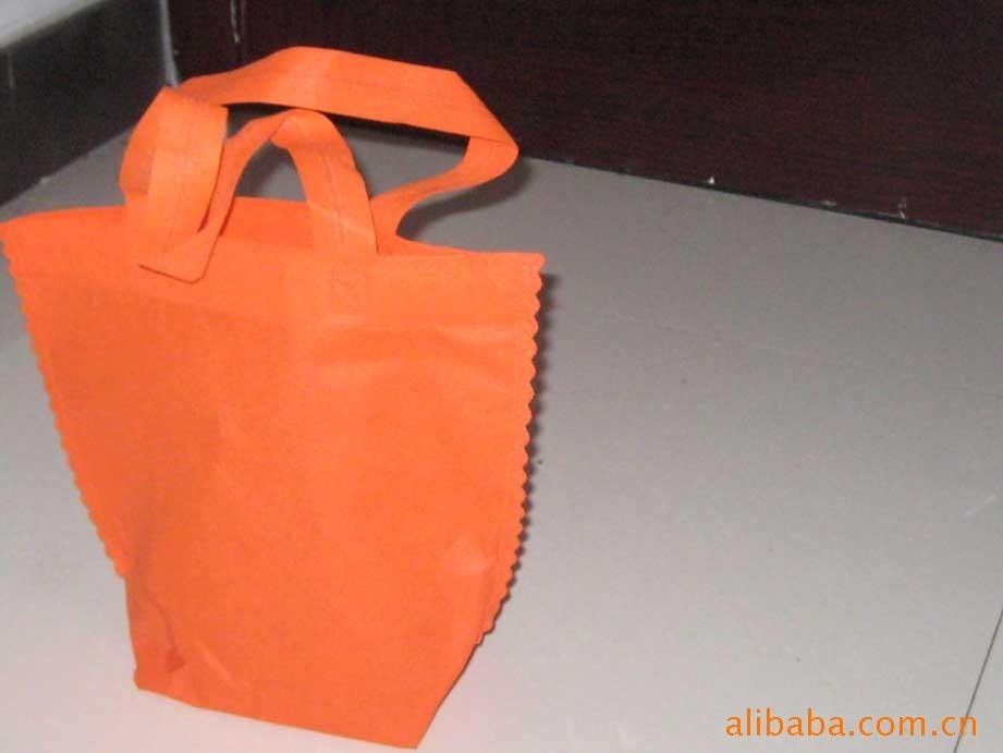 类似于我们常见的雨伞的布,和服装用的里布,因为用这种布料做的环保袋